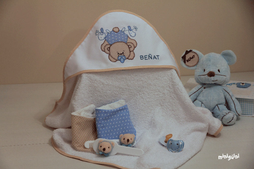 Capa baño oso con baberos