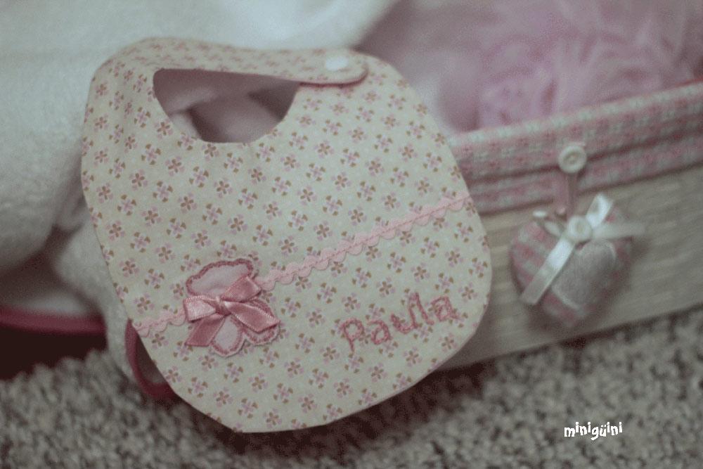 Babero rosa con snap y piculina