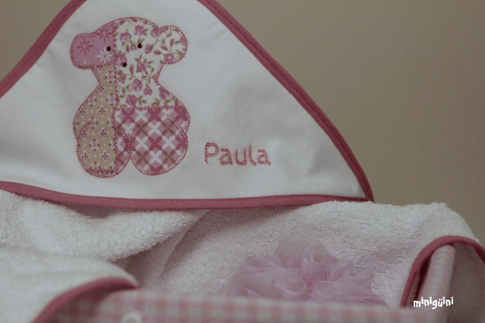 Detalle capa baño oso rosa