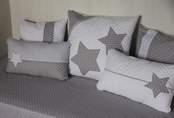 N rdico y cojines en gris para cama o cuna minig ini - Cojines grandes para cama ...